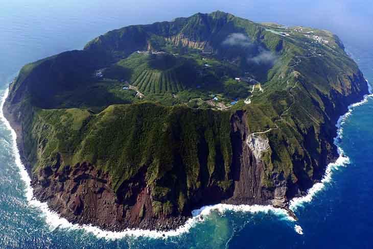 Aogashima-Island (1)